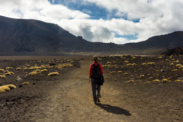 charli-hiking-tongariro