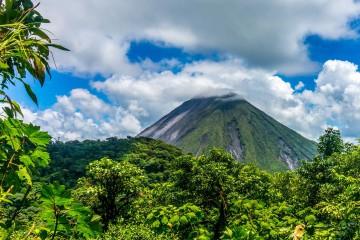 cerro-chato-hike-arenal