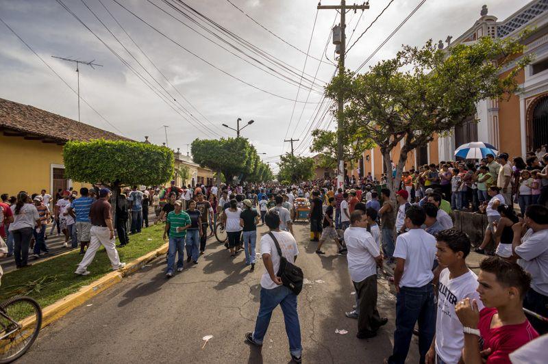 nicragua-granada-tope-de-toro-crowd