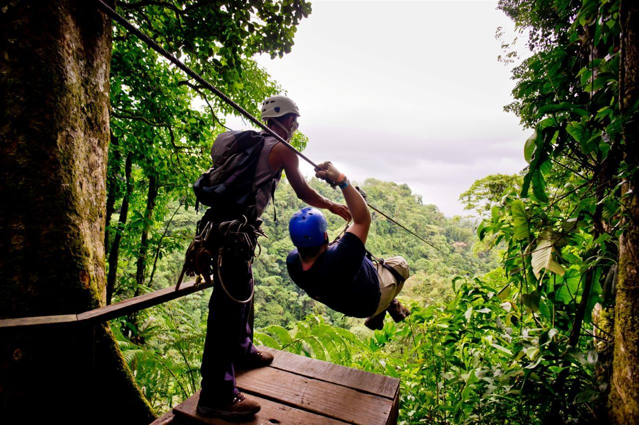 ben-ziplining-lafortuna-costarica