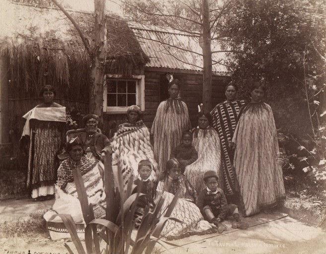 Kiwi Isms Maori Family, Te Taurua, Rotorua.