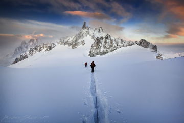 Mountain climbing by Charlie Stinchcomb via photopin cc