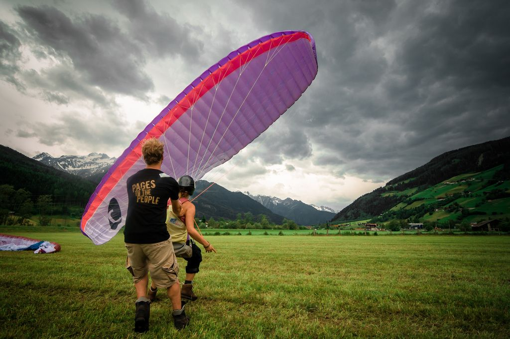 Paragliding by Zanthia via photopin cc