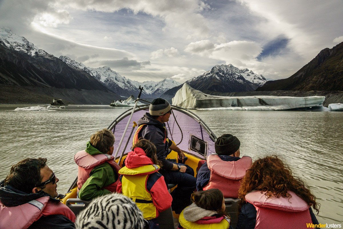 retreating-tasman-glacier-boat