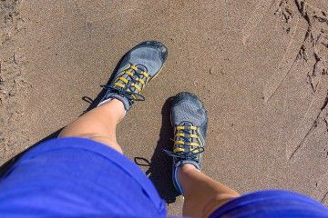barefoot-hiking-featured