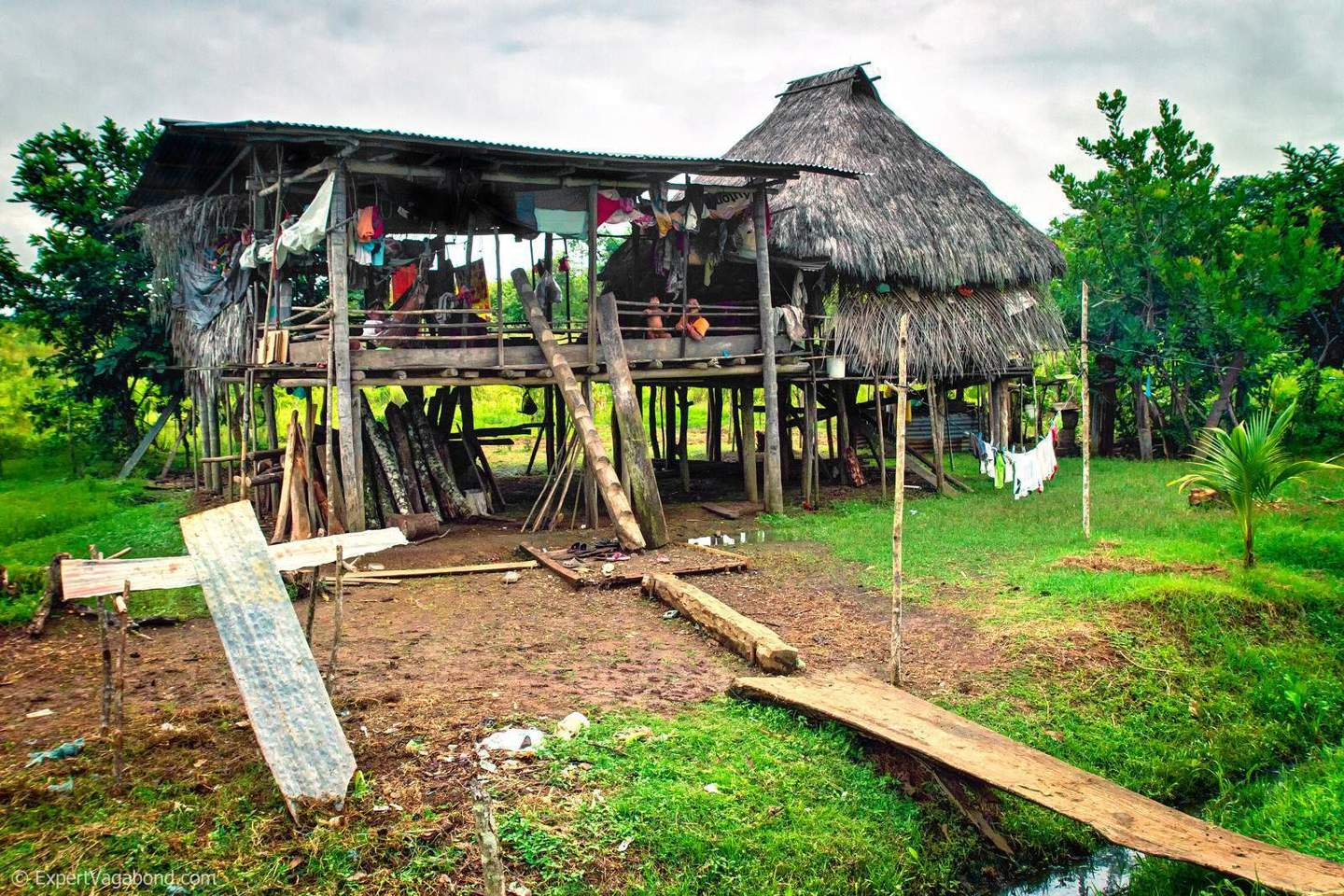 darien-embera-indian-house-expert-vagabond