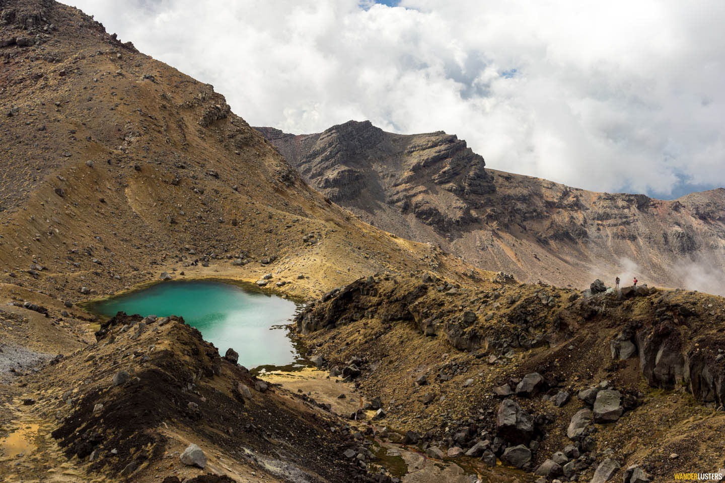 emerald-lake-preparing-to-hike-the-tongariro-alpine-crossing
