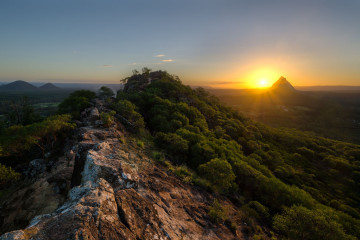 golden-peak-glasshouse-mountains