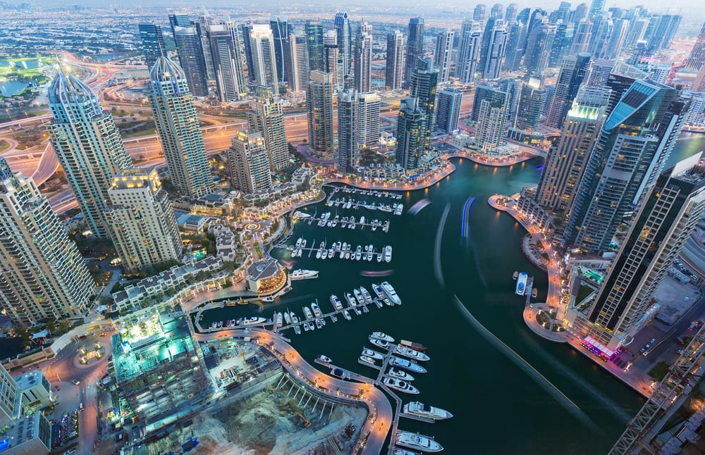 wanderlusterscom-view_on_night_highlighted_luxury_dubai_marina-57ad8eb59951e